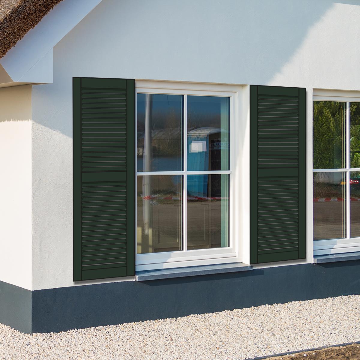 huis met groene louvre luiken
